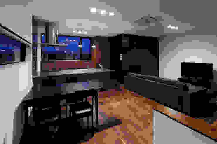 北方の家-okayama- モダンデザインの リビング の タカオジュン建築設計事務所-JUNTAKAO.ARCHITECTS- モダン