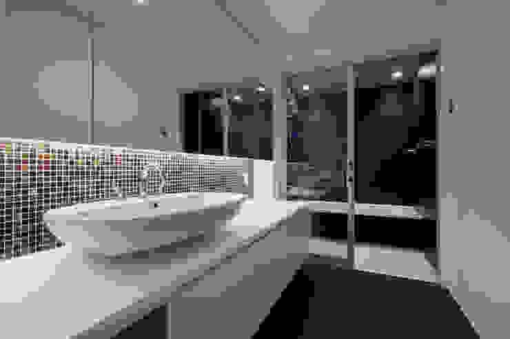 北方の家-okayama- モダンスタイルの お風呂 の タカオジュン建築設計事務所-JUNTAKAO.ARCHITECTS- モダン