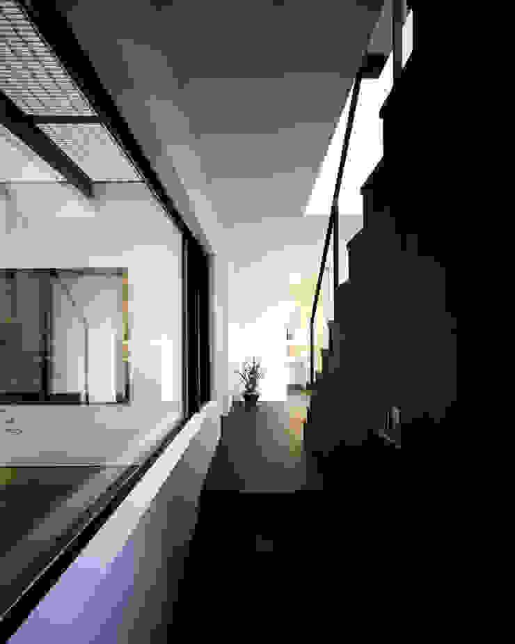 北方の家-okayama- モダンスタイルの 玄関&廊下&階段 の タカオジュン建築設計事務所-JUNTAKAO.ARCHITECTS- モダン