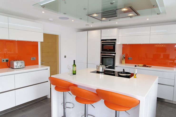White & Orange Handless by PTC Kitchens Сучасний