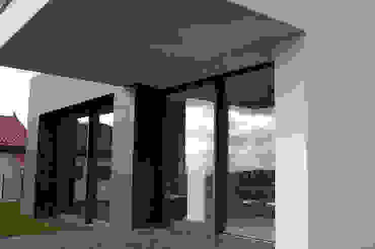 Vivienda en Siero 2 Balcones y terrazas de estilo minimalista de Eva Fonseca estudio de arquitectura Minimalista