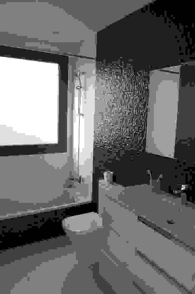 Vivienda en Siero 2 Baños de estilo minimalista de Eva Fonseca estudio de arquitectura Minimalista