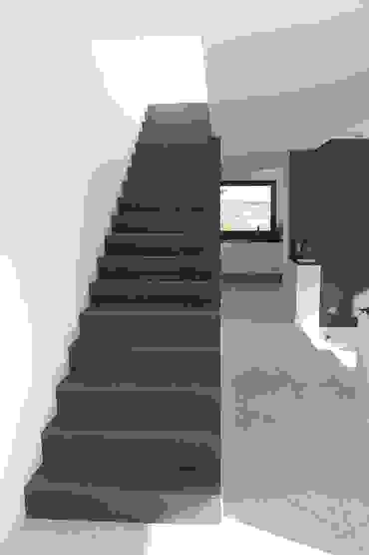 Vivienda en Siero 2 Pasillos, vestíbulos y escaleras de estilo minimalista de Eva Fonseca estudio de arquitectura Minimalista