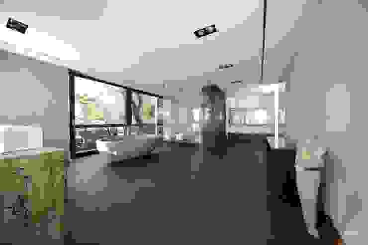 Villa DH Moderne Badezimmer von bmb Architektur + Design Modern