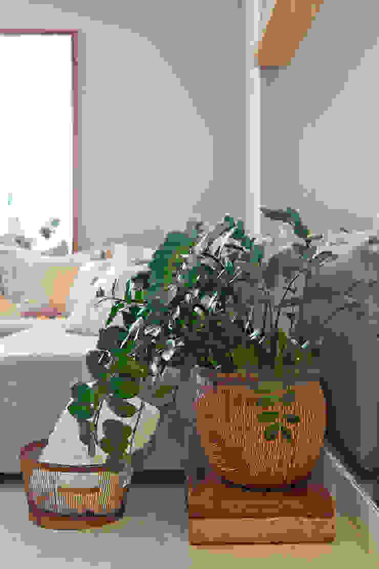 901 Salas de estar modernas por IE Arquitetura + Interiores Moderno