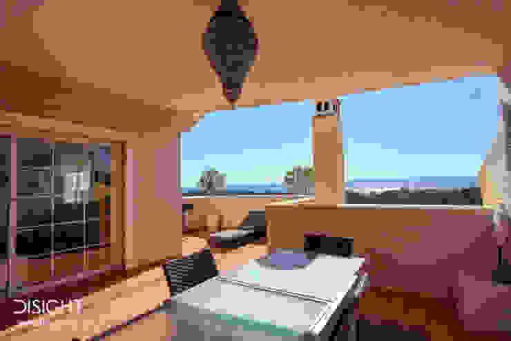 terraza comedor vistas al mar DISIGHT Balcones y terrazas modernos: Ideas, imágenes y decoración