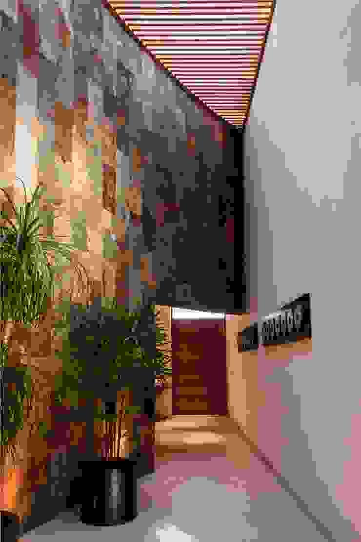 CAMPESTRE 752 Pasillos, vestíbulos y escaleras modernos de GRUPO VOLTA Moderno