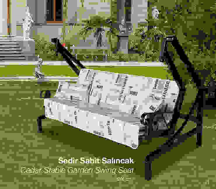 Cedar Stable Garden Swing Seat de ERİNÖZ OUTDOOR FURNITURE Mediterráneo