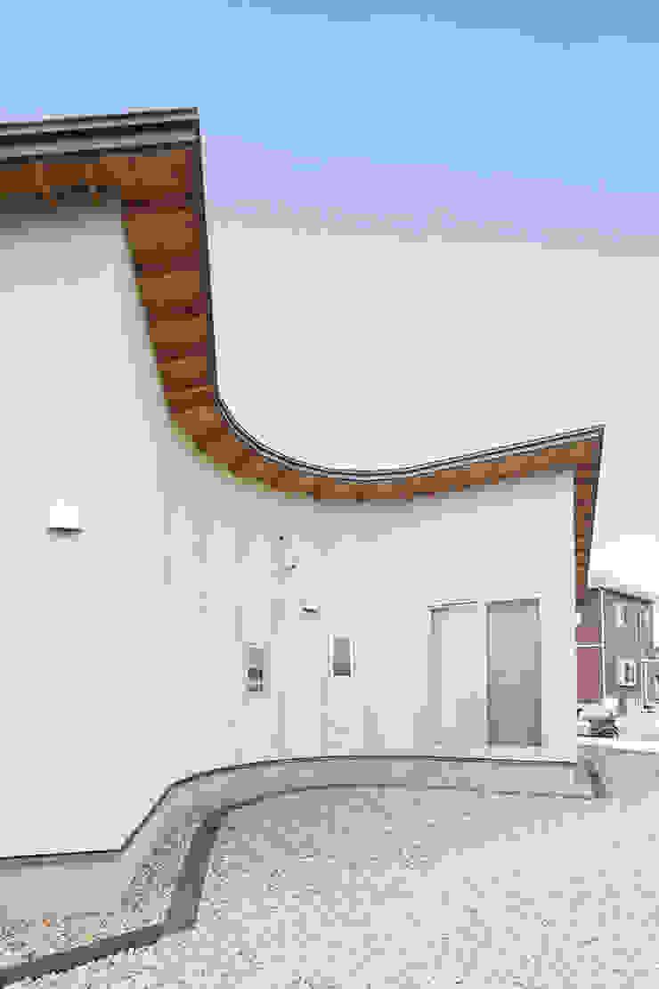 Дома в стиле кантри от 前見建築計画一級建築士事務所(Fuminori MAEMI architect office) Кантри