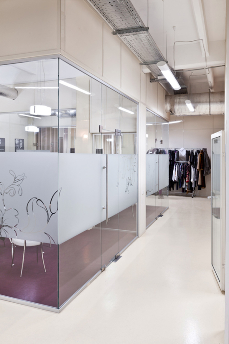 Офис в Москве Офисные помещения в стиле минимализм от Victoria kotkalo Минимализм