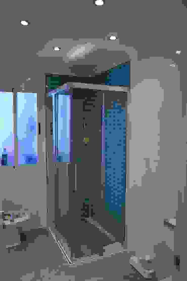 REFORMA DE BAÑOS Baños de estilo moderno de MIMESIS INTERIORISMO Moderno