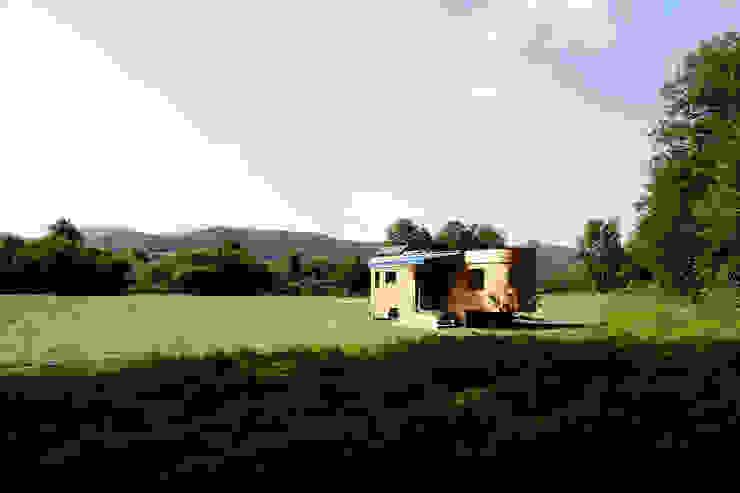 Der Wohnwagon im Grünen:  Häuser von Wohnwagon,Modern