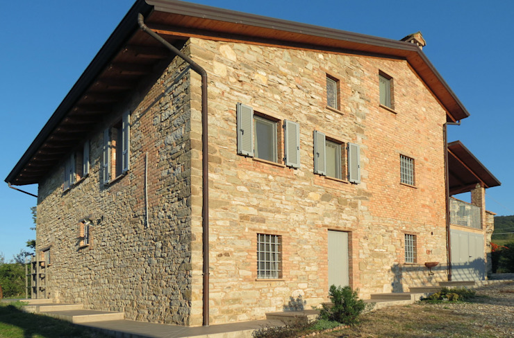 CASA CASELLA Casa rurale di STUDIOLARIANIarchitettura Rurale