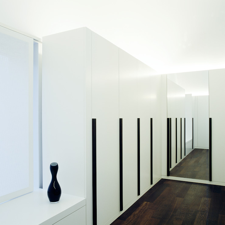 Modern dressing room by Löffler Weber | Architekten Modern