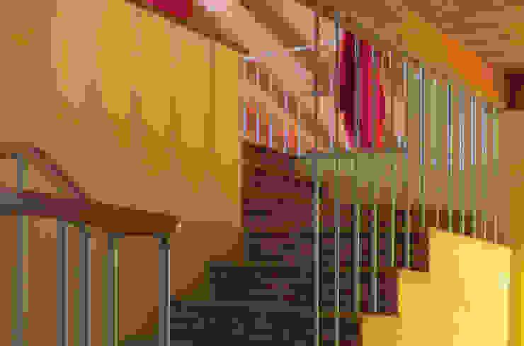 CASA CASELLA Ingresso, Corridoio & Scale in stile rurale di STUDIOLARIANIarchitettura Rurale