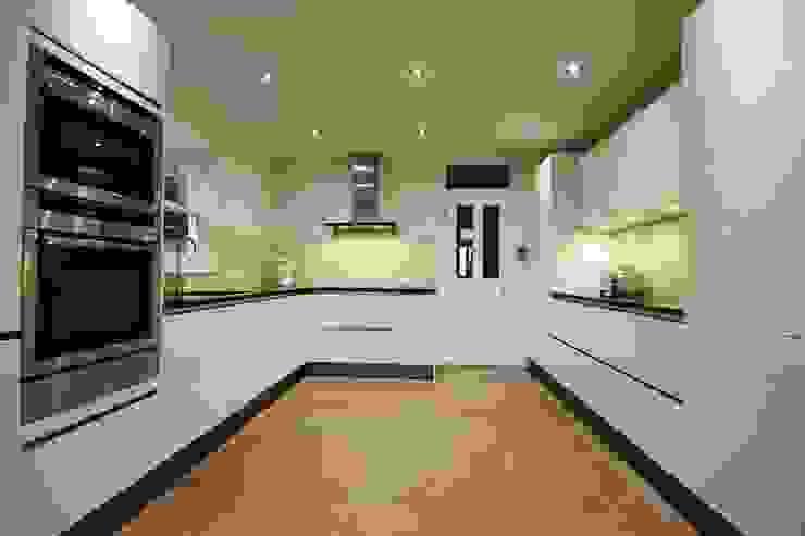 White high gloss lacquer kitchen Modern kitchen by LWK London Kitchens Modern