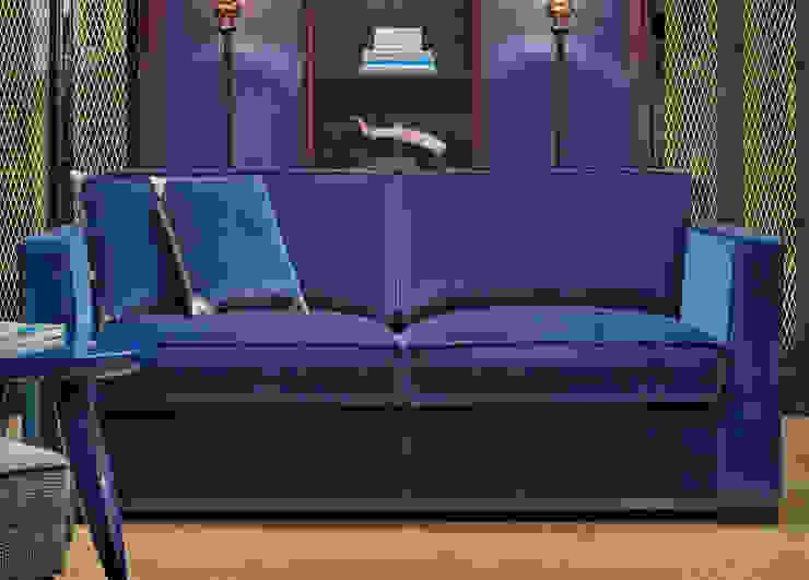 Dom Edizioni Harris Sofa: modern  by We Style Homes, Modern