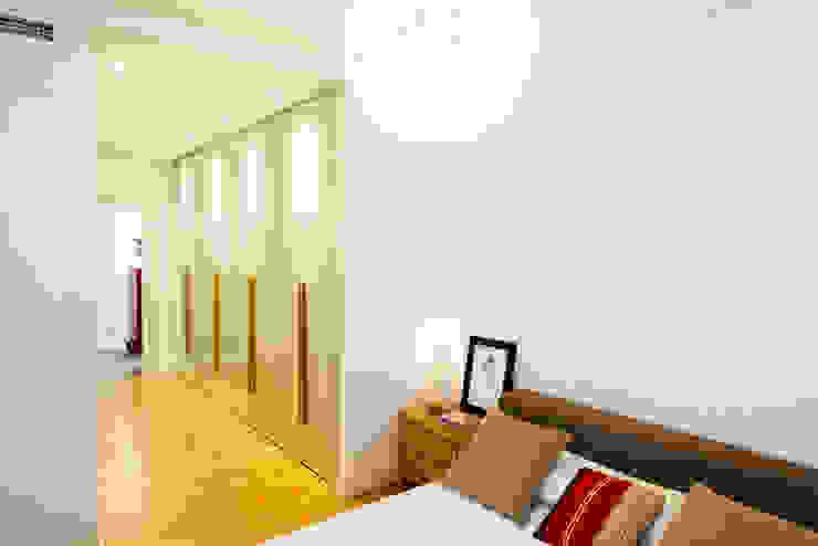 Vivienda zona Acacias, Madrid Dormitorios de estilo moderno de nimú equipo de diseño Moderno