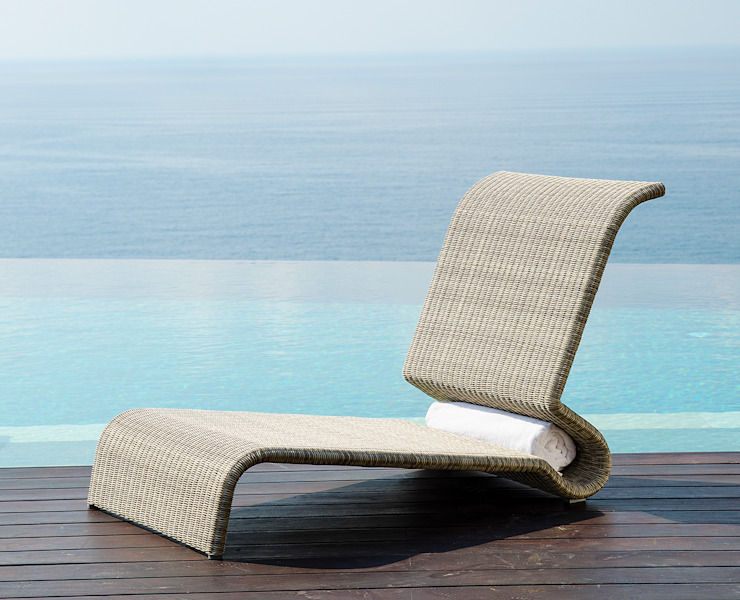 Fiji Beach Lounger Ladycurve: modern  von KwiK Designmöbel GmbH,Modern