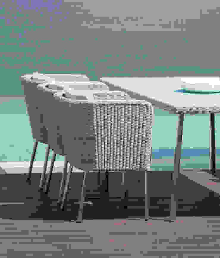 Fiji Dining Gartenstuhl mit Armlehne: modern  von KwiK Designmöbel GmbH,Modern