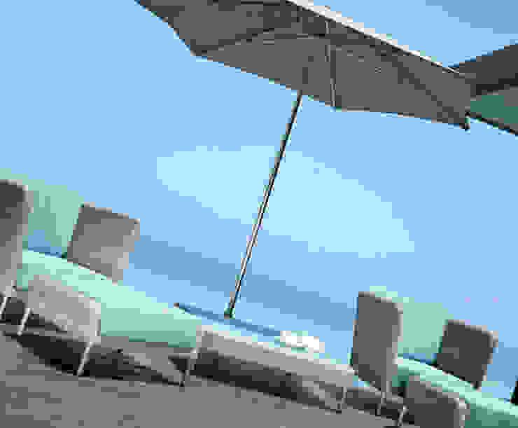 Fiji Lounge Sessel + Lounge Tisch: modern  von KwiK Designmöbel GmbH,Modern