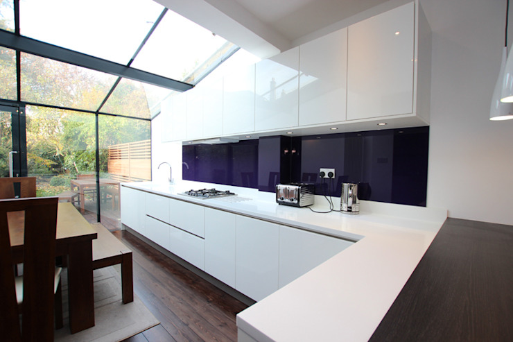 Gloss Kitchens:  Kitchen by LWK Kitchens,