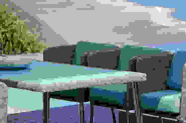Fiji Dining Gartenstuhl mit Armlehne + Tisch: modern  von KwiK Designmöbel GmbH,Modern