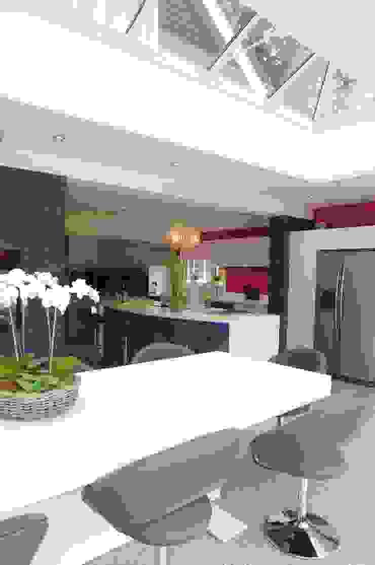 Kitchen and Media area Modern kitchen by PTC Kitchens Modern