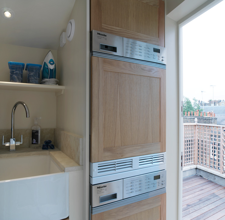 Belgravia - Laundry/Ironing Room off Roof Terrace Meltons クラシックデザインの テラス