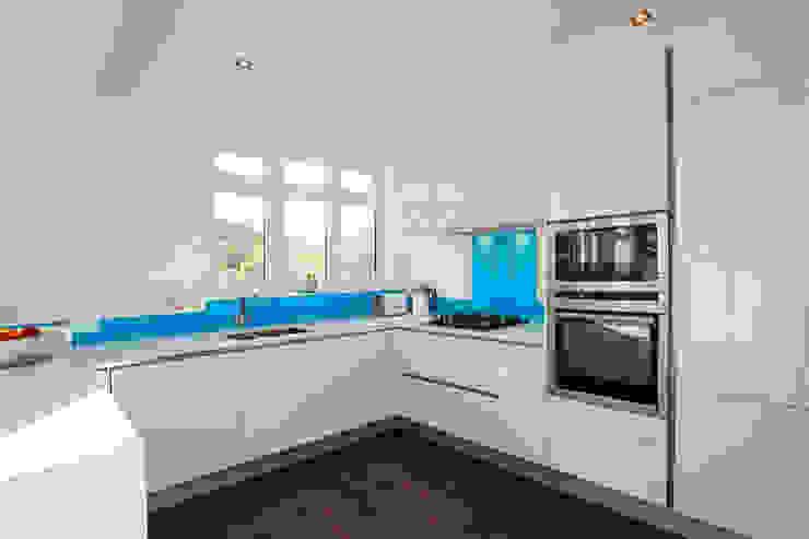 Polar white gloss lacquer kitchen Modern kitchen by LWK London Kitchens Modern