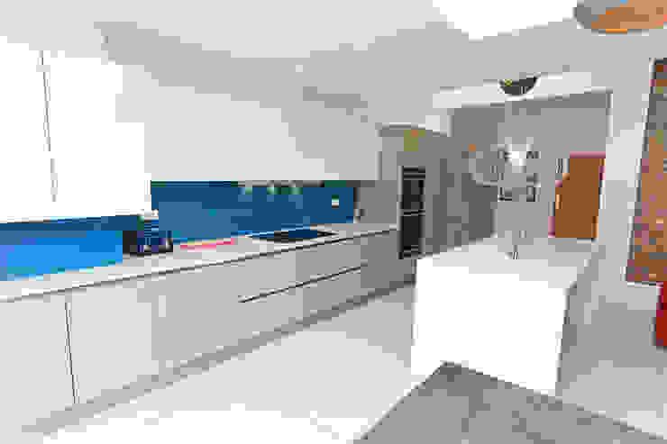 Cubanite metallic and white gloss lacquer kitchen island design Modern kitchen by LWK London Kitchens Modern