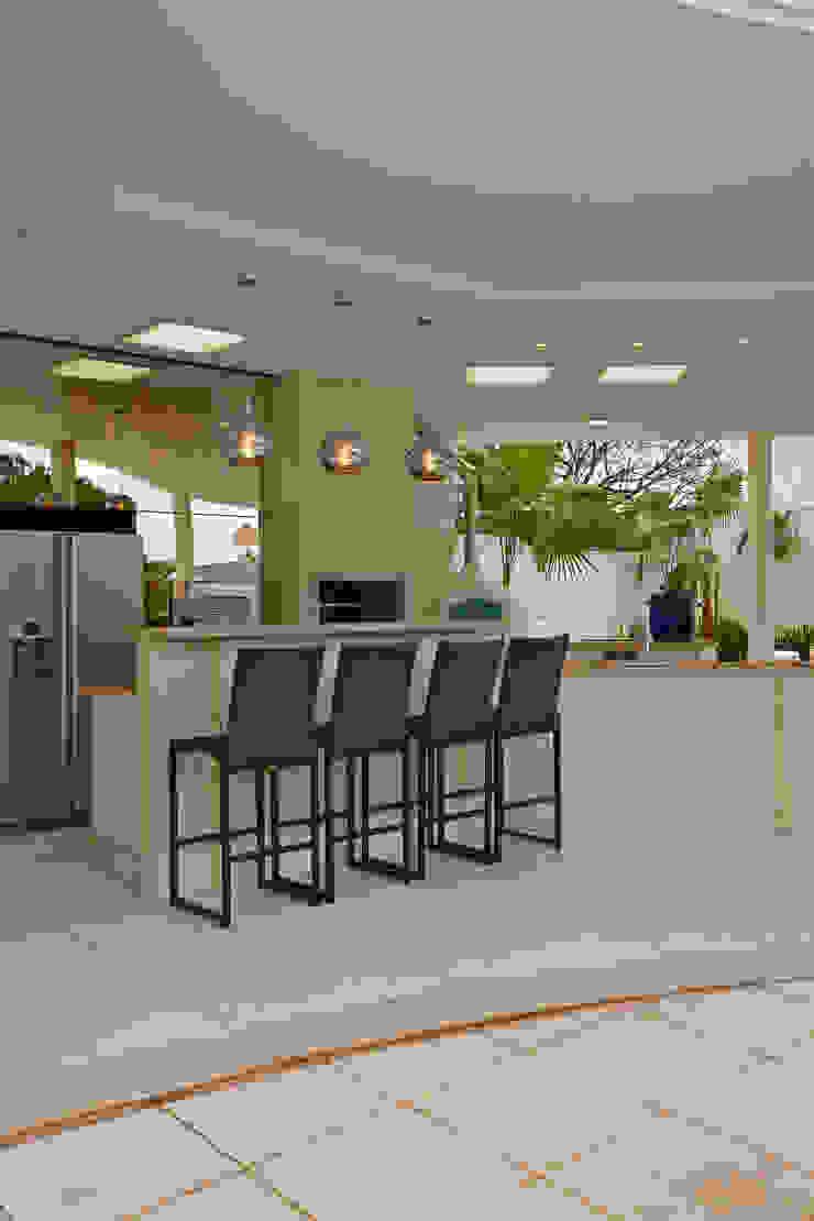 Designer de Interiores e Paisagista Iara Kílaris Modern style gardens