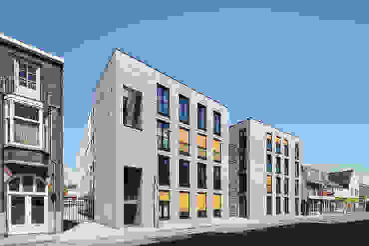 Straatgevel, aansluiting op bestaande bebouwing van Ed Bergers Architecten