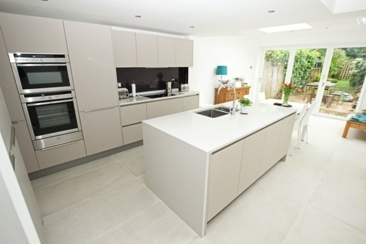 ​Cashmere matt kitchen island LWK London Kitchens 現代廚房設計點子、靈感&圖片