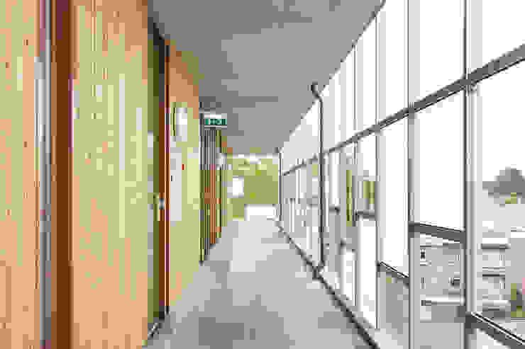 De omloop zorgt voor ontsluiting van de appartementen van Ed Bergers Architecten