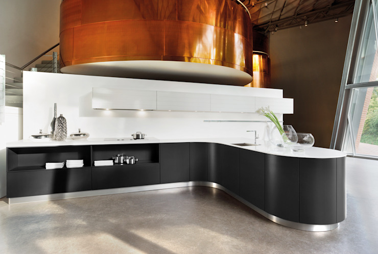 ​Curved black matt kitchen design LWK London Kitchens Cucina in stile industriale