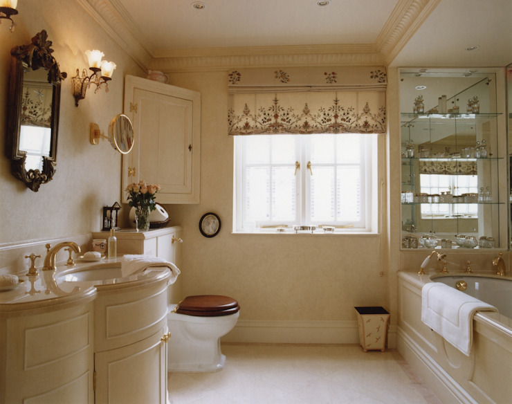 Mayfair Apartment - Guest Bathroom Classic style bathroom by Meltons Classic