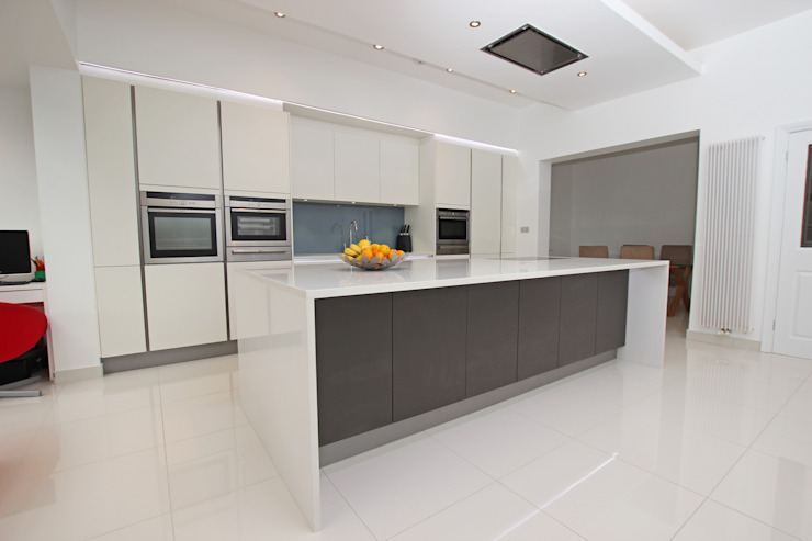 ​Grey and white matt kitchen island design LWK London Kitchens 廚房