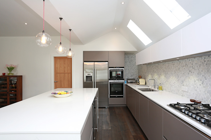 Basalt grey and Polar white satin lacquer kitchen​ LWK London Kitchens 現代廚房設計點子、靈感&圖片