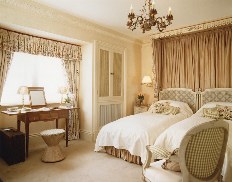 Mayfair - Guest Bedroom Classic style bedroom by Meltons Classic