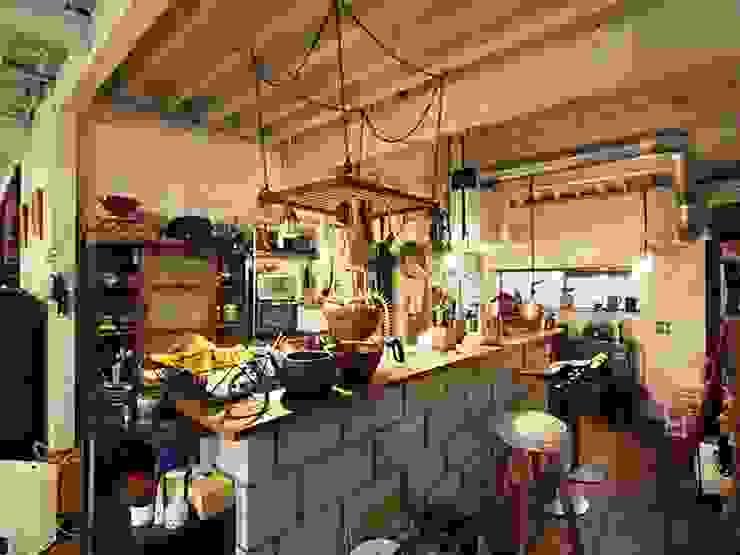 日野の家 オリジナルデザインの リビング の HandiHouse project オリジナル