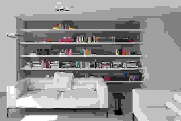 woning en kantoor volledig in ter plaatse gestort beton Minimalistische woonkamers van pluspunt architectuur Minimalistisch