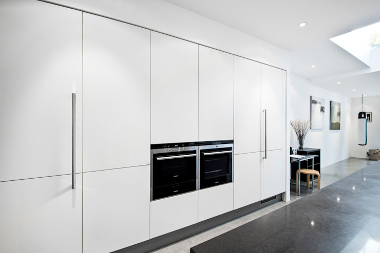 White matt laminate kitchen doors LWK London Kitchens 現代廚房設計點子、靈感&圖片