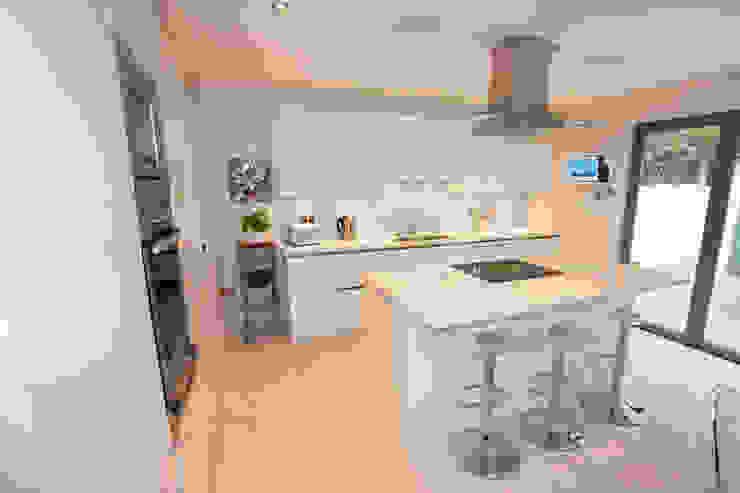 Gloss white kitchen island Modern kitchen by LWK London Kitchens Modern