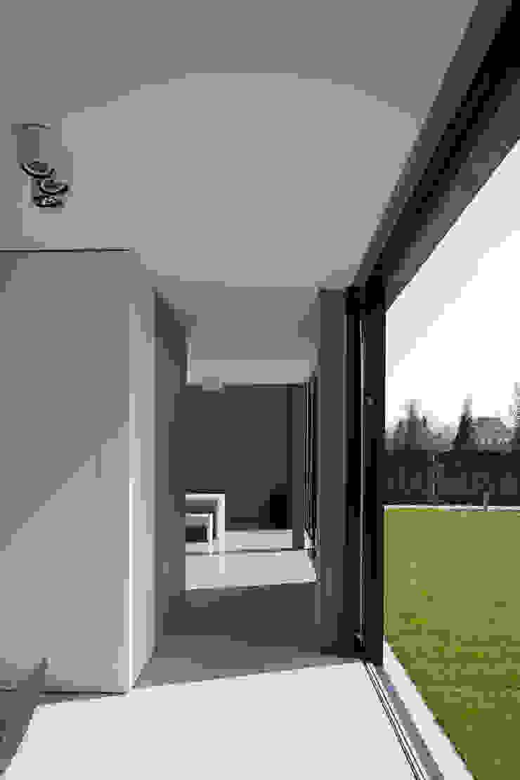 woning en kantoor volledig in ter plaatse gestort beton Minimalistische muren & vloeren van pluspunt architectuur Minimalistisch