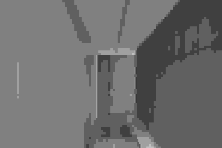 woning en kantoor volledig in ter plaatse gestort beton Minimalistische kleedkamers van pluspunt architectuur Minimalistisch