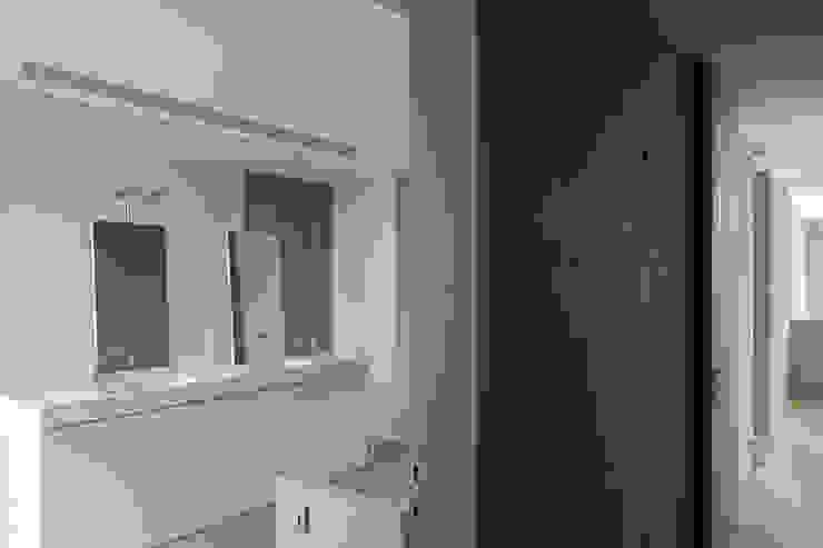 woning en kantoor volledig in ter plaatse gestort beton Minimalistische badkamers van pluspunt architectuur Minimalistisch