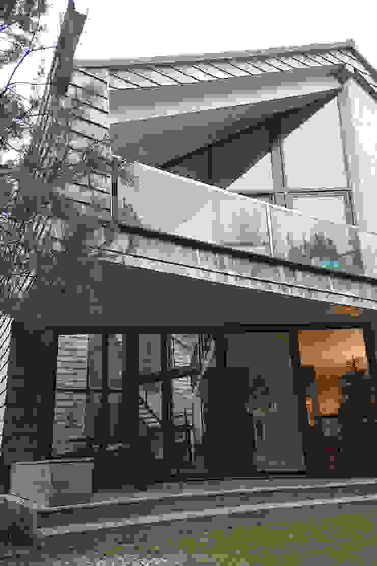 Rumah Minimalis Oleh SDA - SZCZEŚNIAK DENIER ARCHITEKCI Minimalis