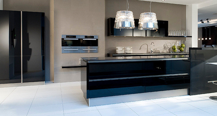 Black gloss glass kitchen Modern kitchen by LWK London Kitchens Modern