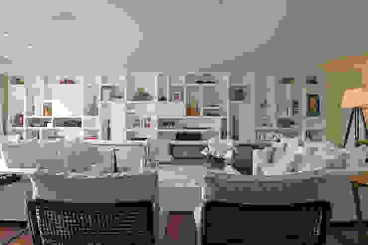 Sala de estar 09 por Lembi Arquitetura